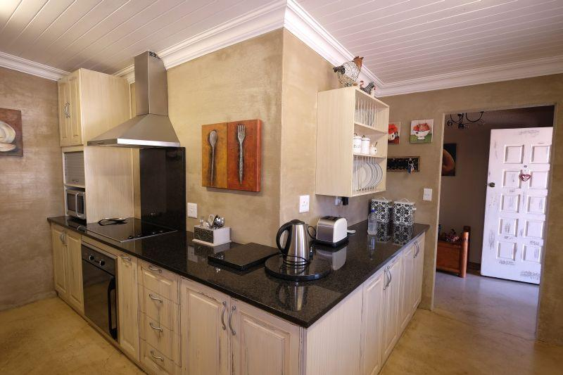 Property For Sale in La Rochelle, Bellville 8
