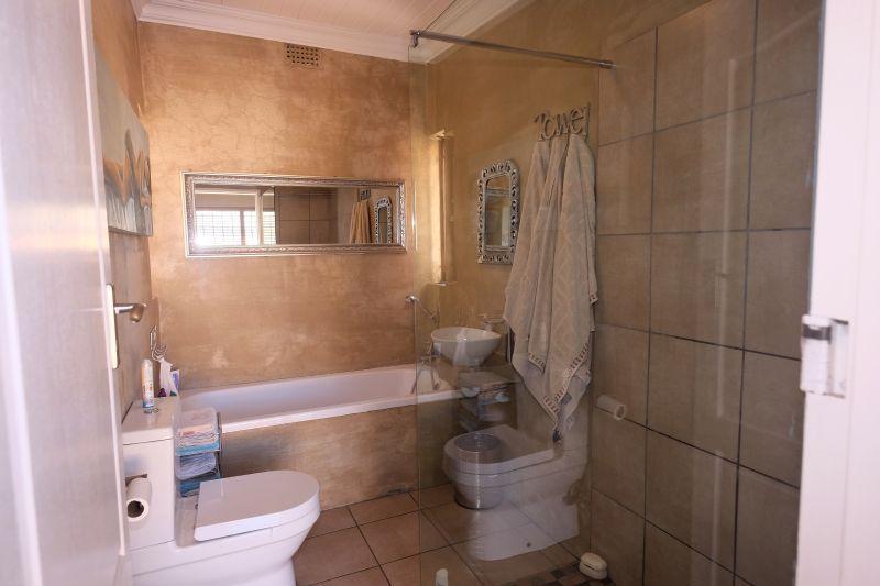 Property For Sale in La Rochelle, Bellville 13