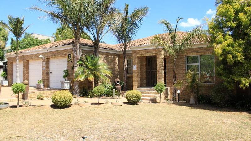 Property For Sale in The Crest, Durbanville 1