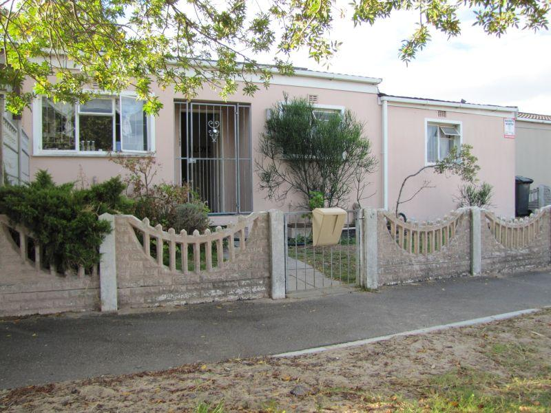 House For Sale in Groenvallei, Bellville