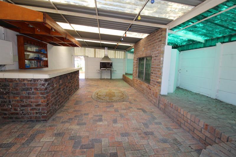 Property For Sale in Oakglen, Bellville 16