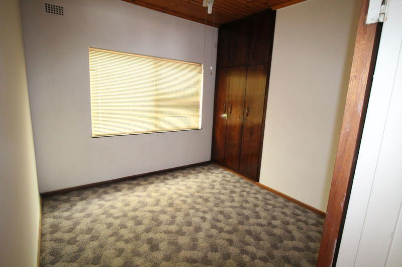 Property For Sale in Oakglen, Bellville 12