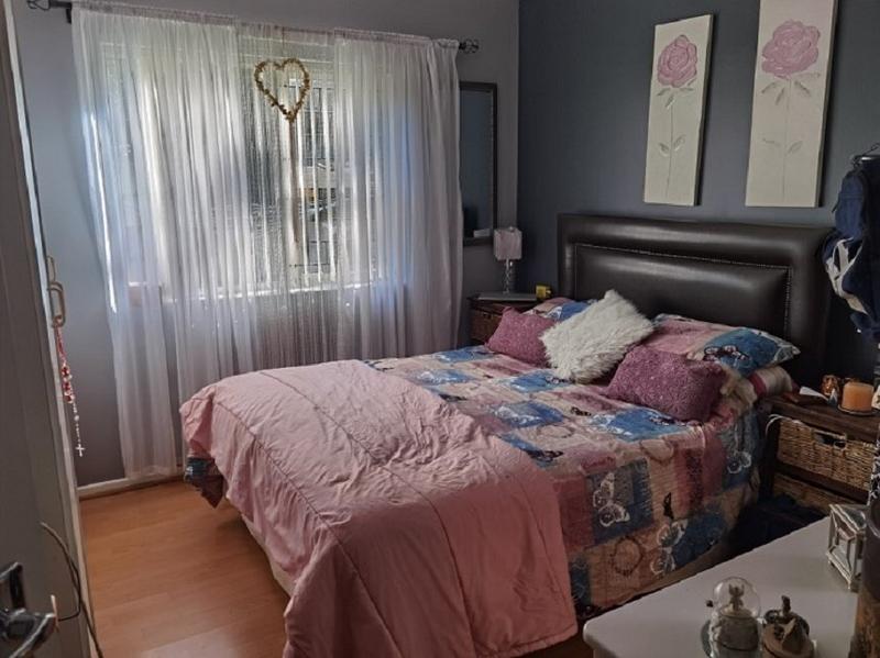 Property For Sale in Oakglen, Bellville 14