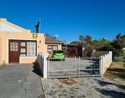 Townhouse For Sale in Durbanville, Durbanville