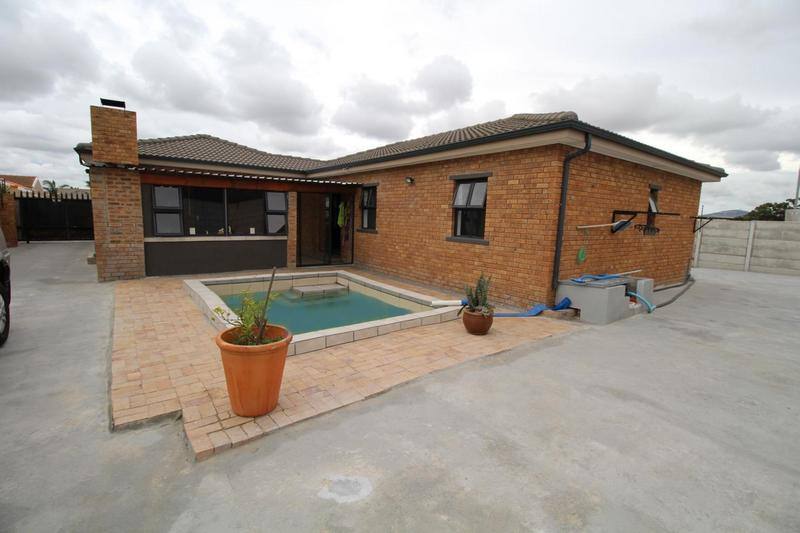 Property For Sale in Viking Village, Kraaifontein 8
