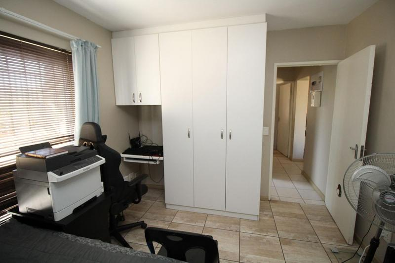 Property For Rent in D'Urbanvale, Cape Town 9