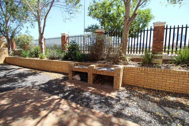 Property For Rent in D'Urbanvale, Cape Town 11