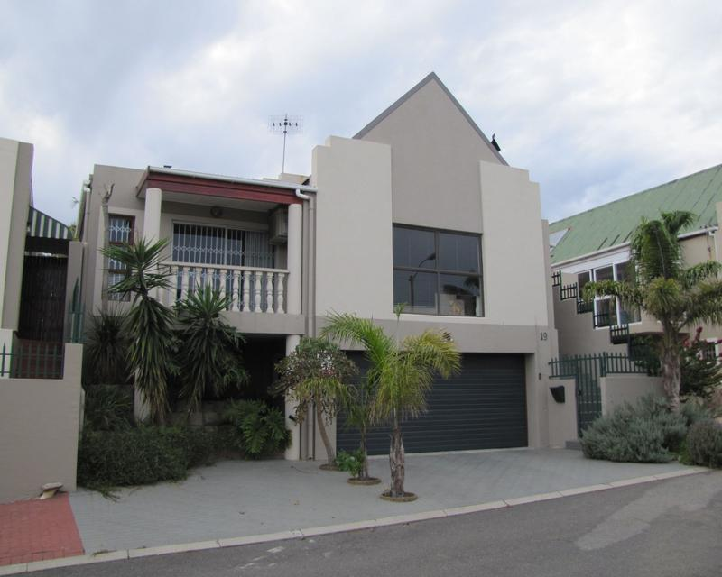 Townhouse For Rent in Blommendal, Bellville
