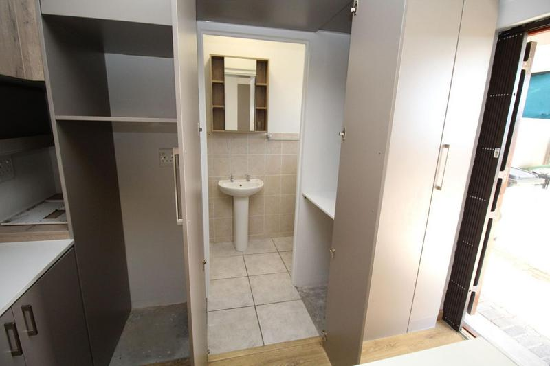 Apartment / Flat For Rent in D'Urbanvale, Cape Town