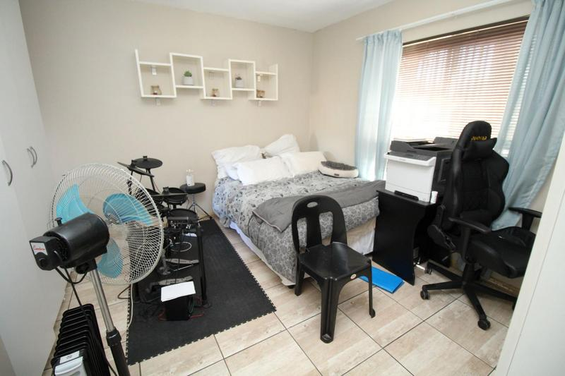 Property For Rent in D'Urbanvale, Cape Town 8