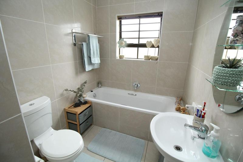 Property For Sale in Sonstraal Heights, Durbanville 14