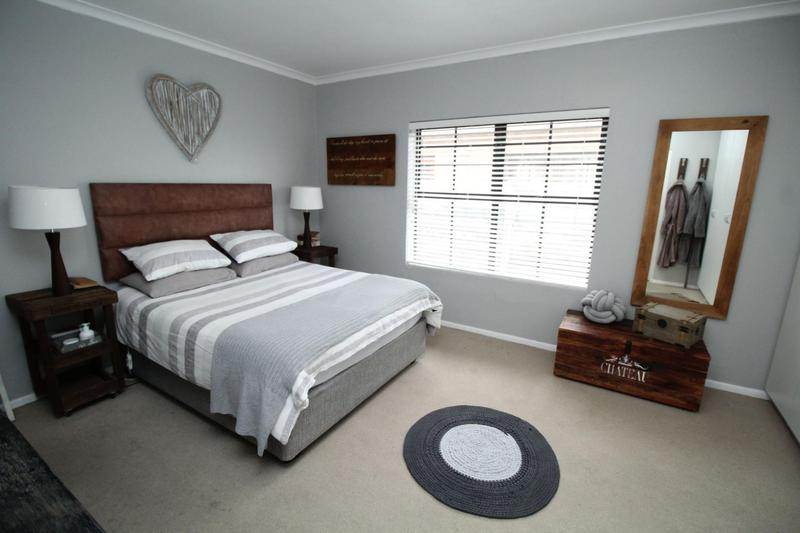 Property For Sale in Sonstraal Heights, Durbanville 17