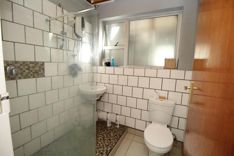 Apartment / Flat For Sale in Blomtuin, Bellville