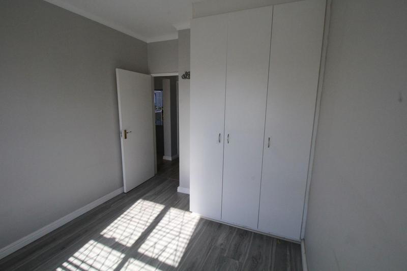 Apartment / Flat For Rent in Uitzicht, Kraaifontein