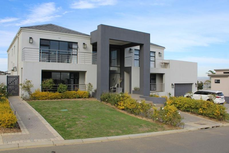 Upmarket security estate living in Baronetcy Estate Plattekloof